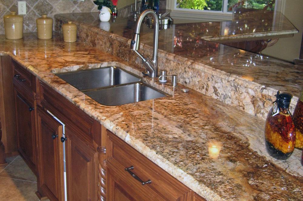 Granite Kitchen with Undermount Sink and Raised Bar