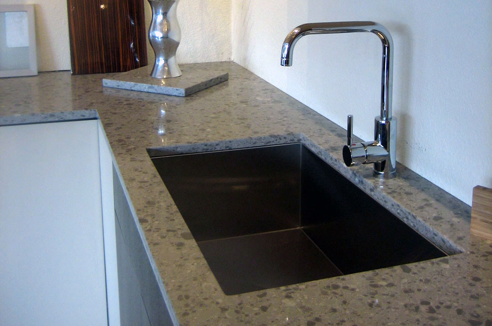 3cm Quartz Kitchen with Undermount Sink and Double Eased Edge