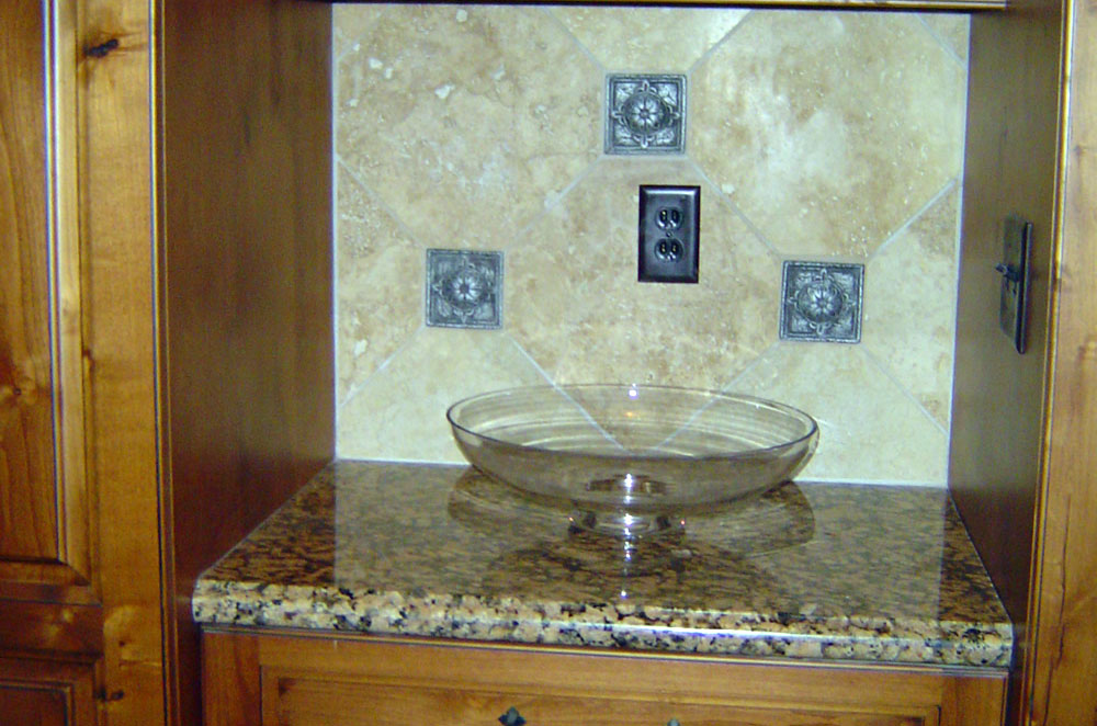 Granite Kitchen Counter Nook with Ogee Bullnose